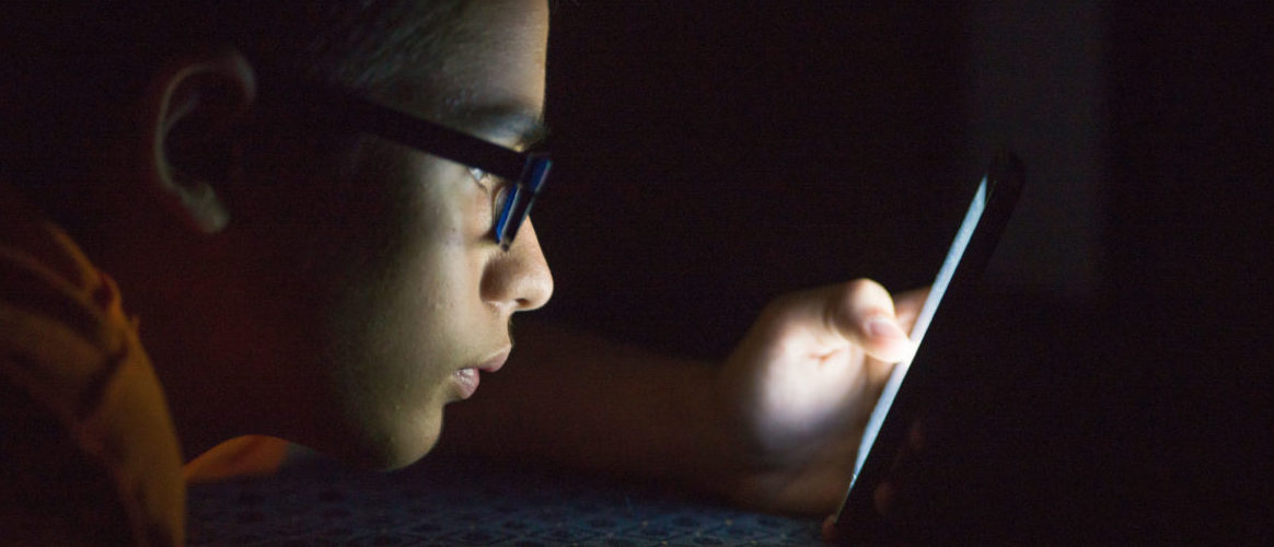 How to Recognize Signs of  Digital Addiction in Teens